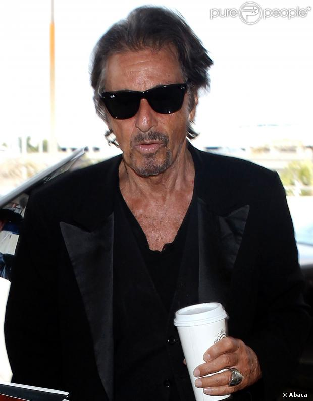 123027-al-pacino-is-spotted-arriving-at-lax-620x0-1