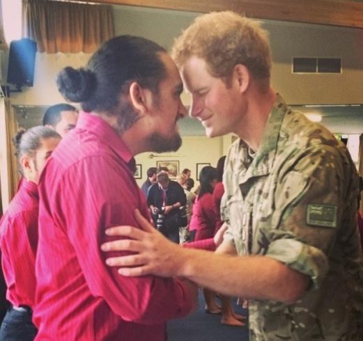 الأمير هاري وهو يرقص في قاعدة عسكرية (1)