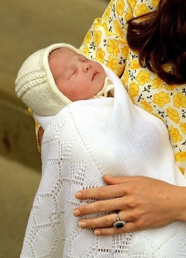 الأمير-ويليام-وزوجته-كيت-يقدمان-طفلتهما-للعالم-111