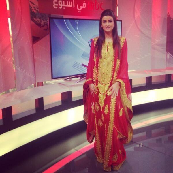 علا فارس ترتدي الزي البحريني
