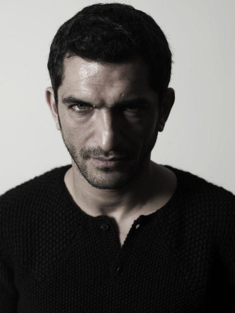 عمرو واكد (2)