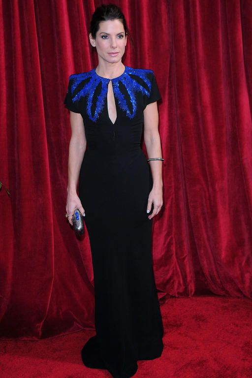 فستان باللونين الأسود والأزرق من Alexander McQueen