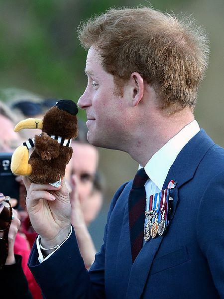 نيوزيلاندا تقدم التحية للأمير هاري بطريقتهم التقليدية (6)