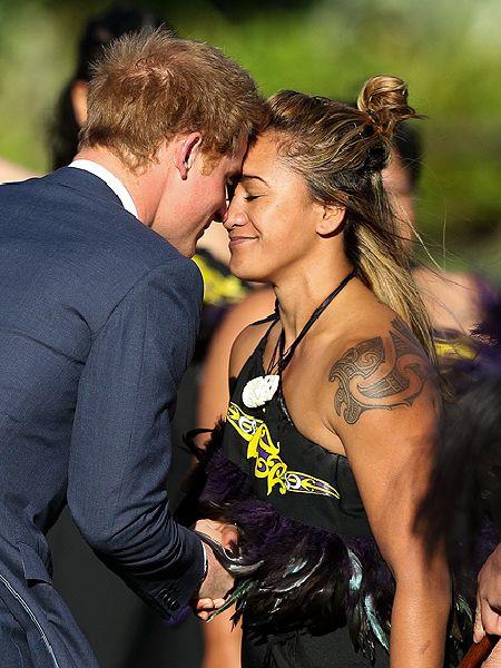 نيوزيلاندا تقدم التحية للأمير هاري بطريقتهم التقليدية (7)