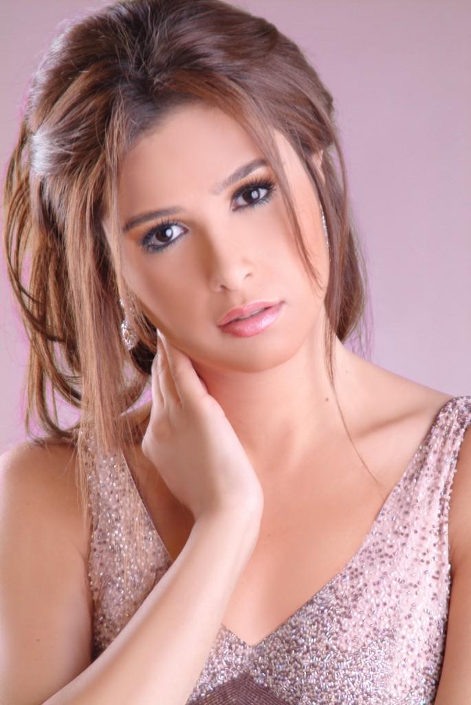 ياسمين عبد العزيز (2)