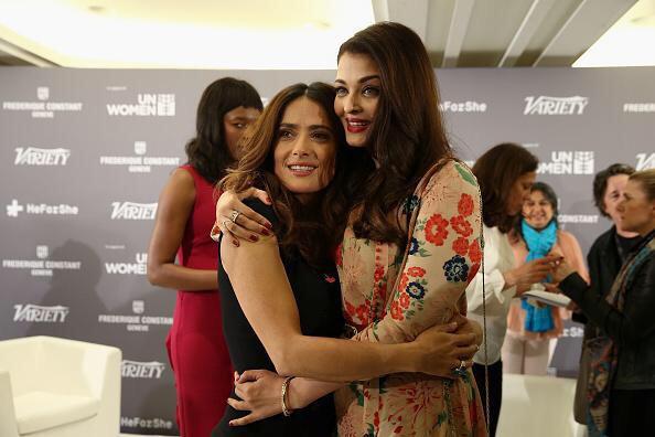 Aishwarya Rai تلتقط صورة مع Salma Hayek