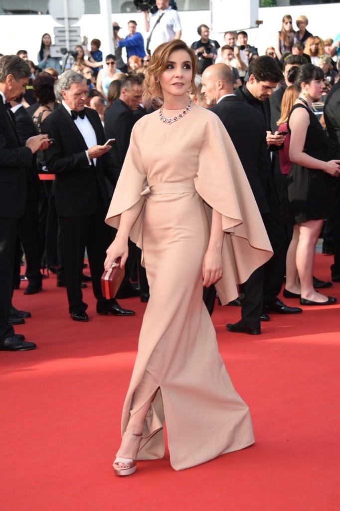 Clotilde Courau wearing Salvatore Ferragamo nude satin sandals -  68th Cannes Film Festival