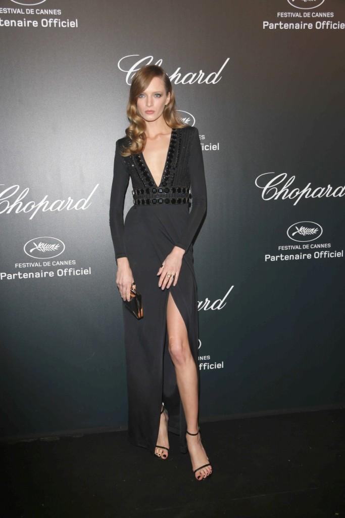 Daria Strokous carrying a Salvatore Ferragamo black stingray minaudière - 68th Cannes Film Festival