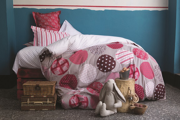 Gatsby Red Duvet Cover Set -Size Single(3PCS) (Retail Price 299 AED)
