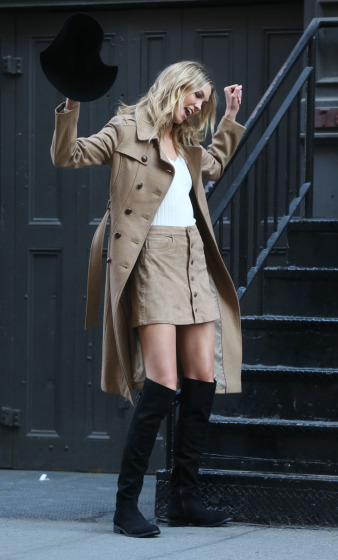 Karlie Kloss Doing A Photo Shoot In NYC