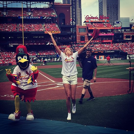 Karlie-Kloss-threw-out-first-pitch-Cardinals-game-saying