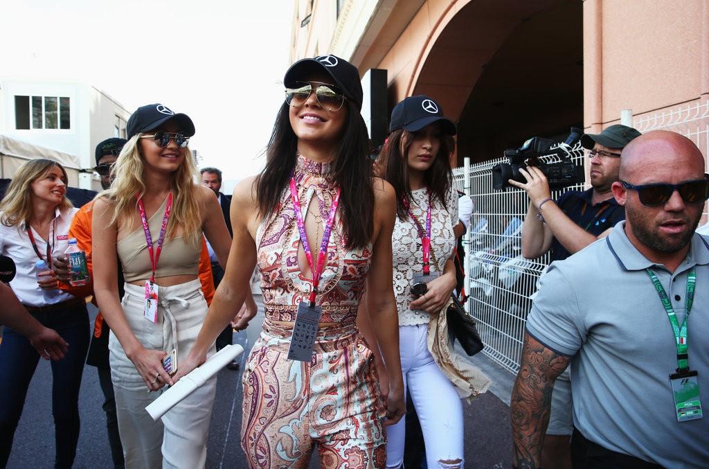 Kendall-Jenner-Friends-Monaco-Grand-Prix-2015