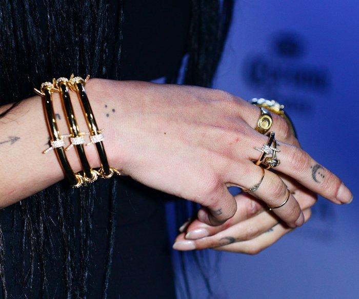 Layered-Jewelry-Zoe-Kravitz3