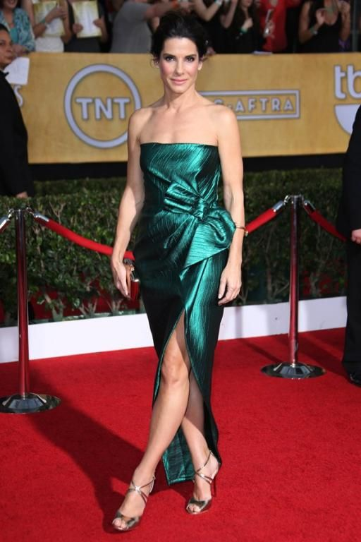 Sandra Bullock في فستان أخضر من Lanvin عام 2014
