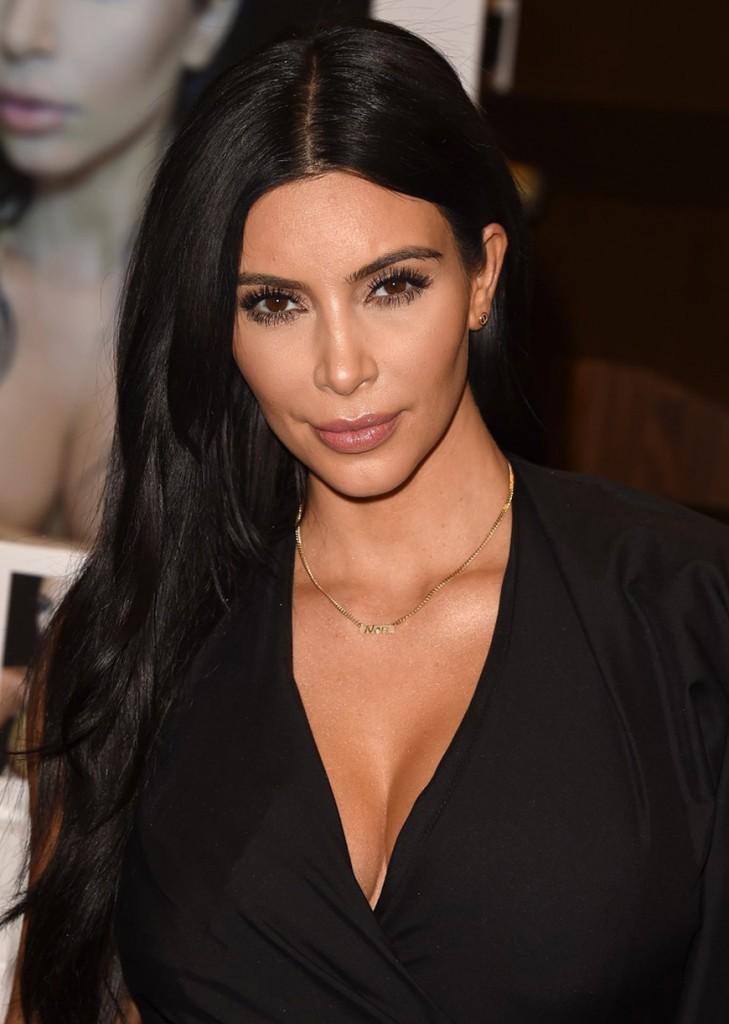 kim-kardashian-book-signing-los-angeles-04_711807