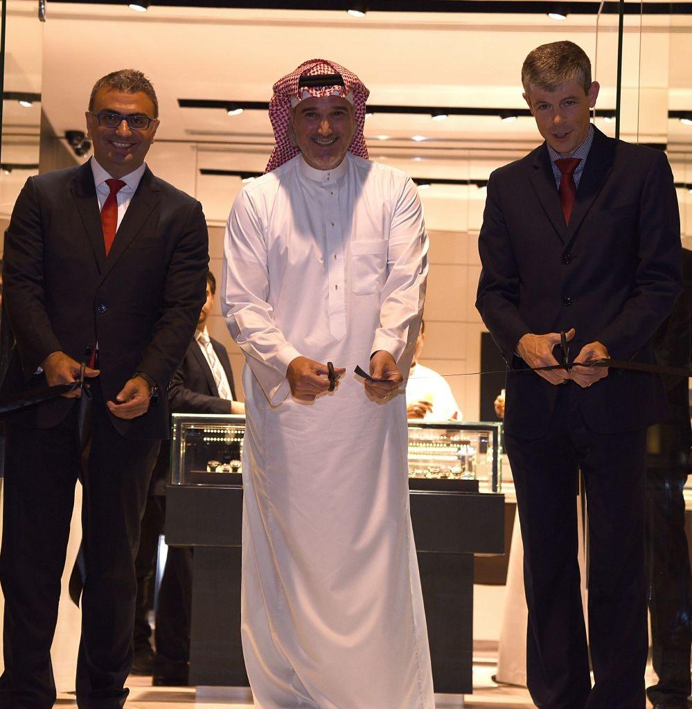 resized_السفير السويسري، ومحمد تمر، وألان سعادة ، خلال قص شريط الافتتاح