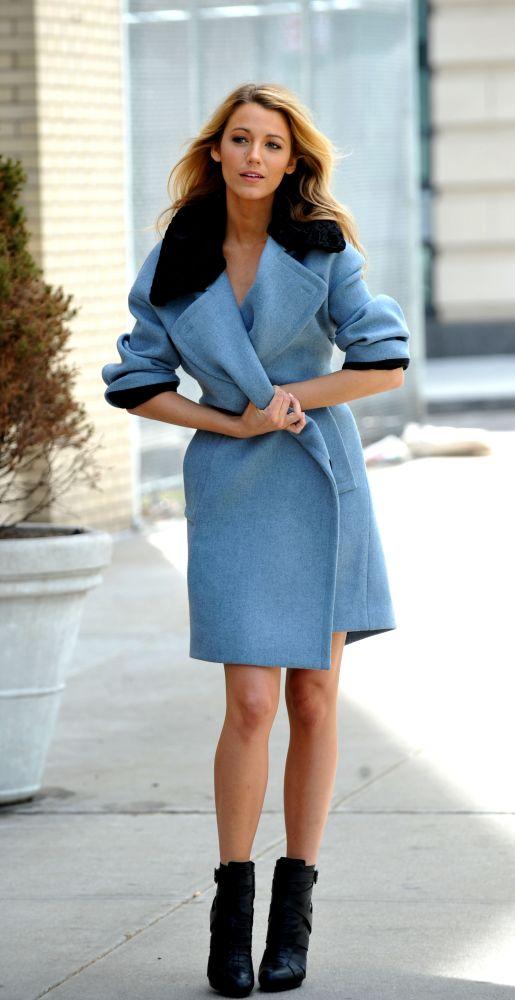 resized_Blake-Lively_Blue-coat_Nov
