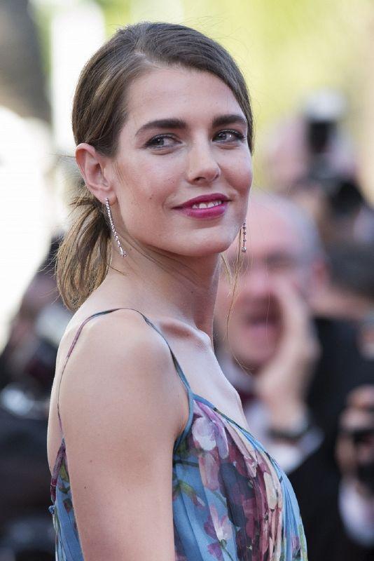 resized_Charlotte Casiraghi _seven stars earrings and premiere rencontre bracele...