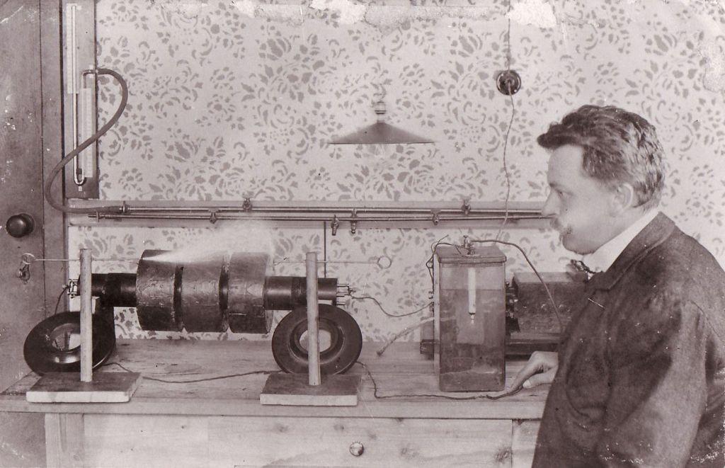 resized_Daniel Swarovski and his machine, 1892