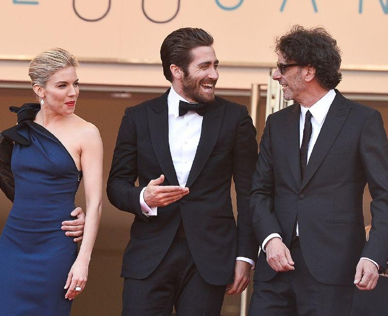resized_Jake Gyllenhaal wearing Montblanc cufflinks 111310