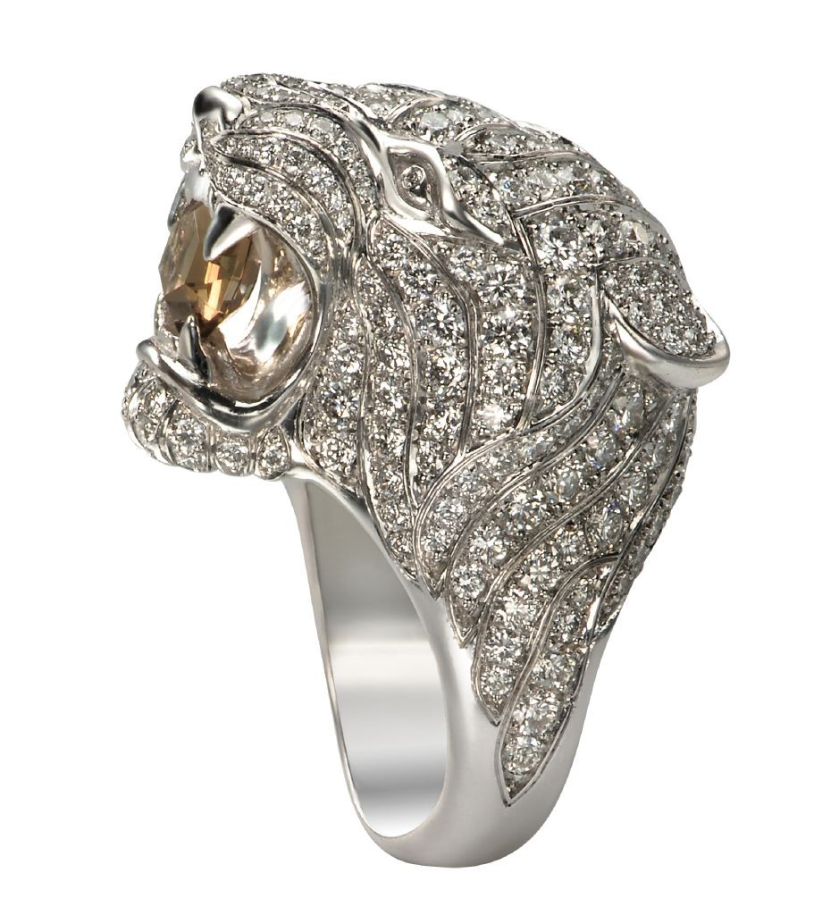 resized_Taylor Swift Wearing Carrerea y Carrera - DA11910 020107 Tiger ring in white gold, smoky quartz and diamonds
