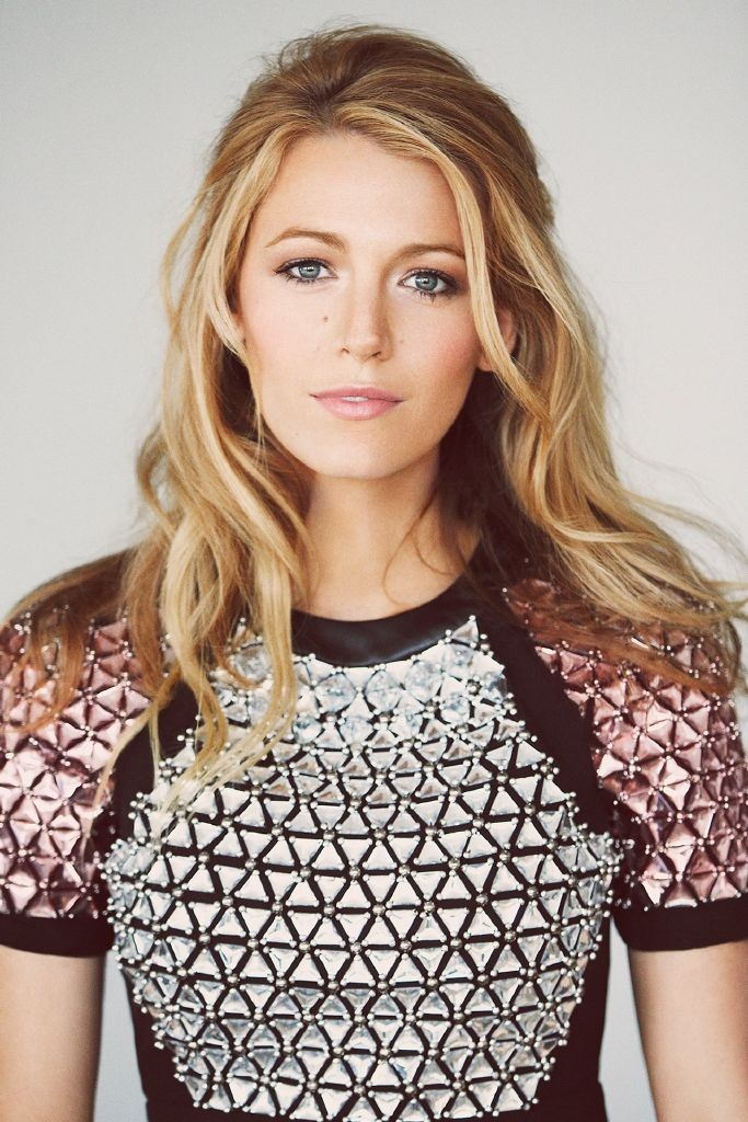resized_blake-lively-vogue-25nov14-pr_b