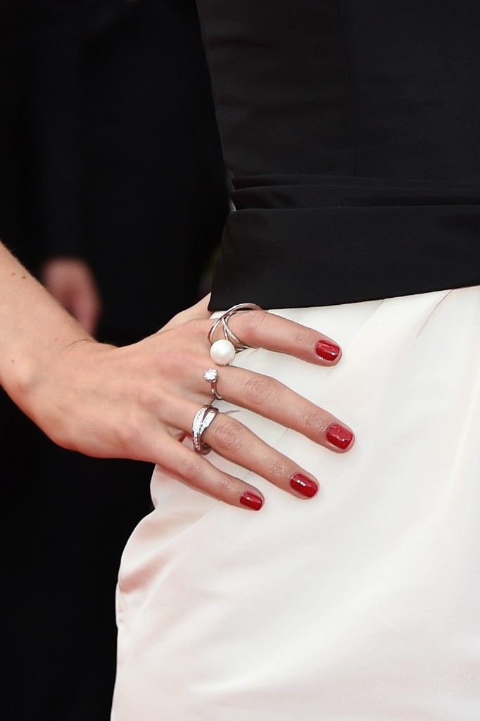 resized_red-carpet-pictures-12