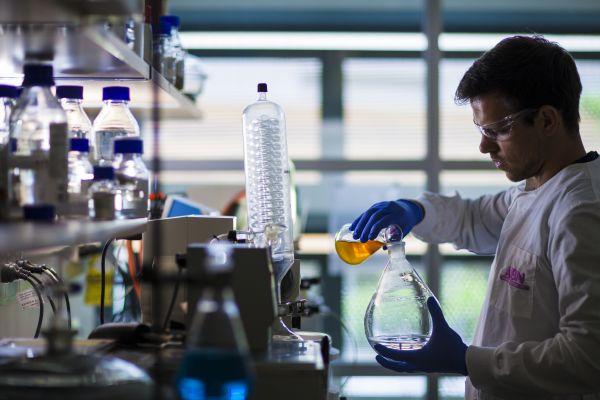 استحداث فيروس صناعي لعلاج سرطان الجلد