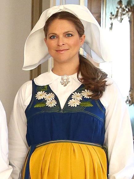 الأميرة مادلين ترتدي الزي التقليدي للسويد (1)