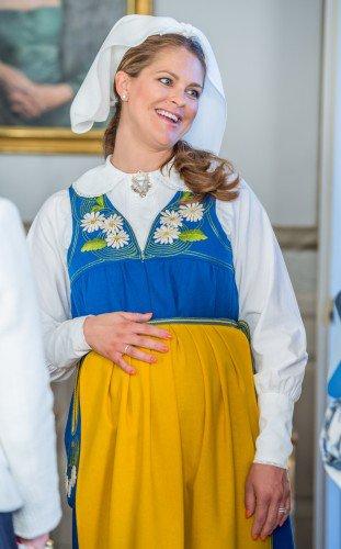 الأميرة مادلين ترتدي الزي التقليدي للسويد (7)
