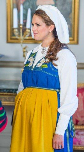 الأميرة مادلين ترتدي الزي التقليدي للسويد (8)