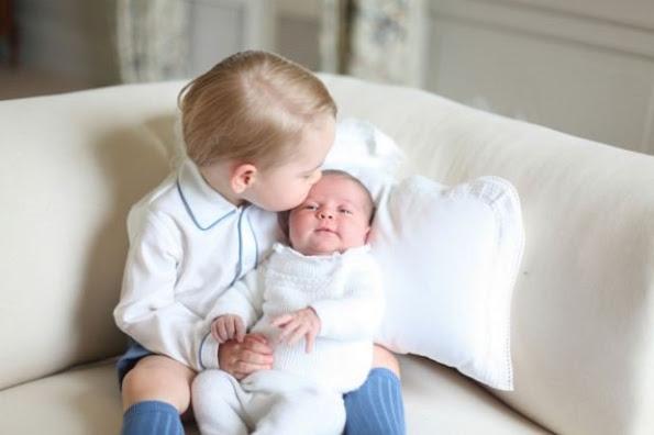 الأمير جورج مع شقيقته الأميرة شارلوت (2)