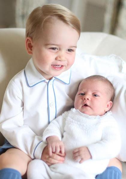 الأمير جورج مع شقيقته الأميرة شارلوت (3)