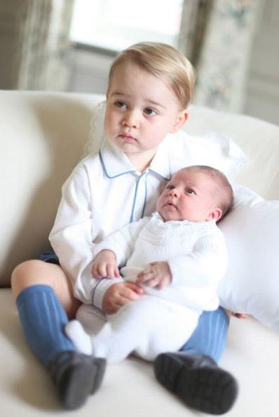 الأمير جورج مع شقيقته الأميرة شارلوت (4)