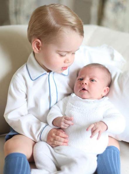 الأمير جورج مع شقيقته الأميرة شارلوت (5)