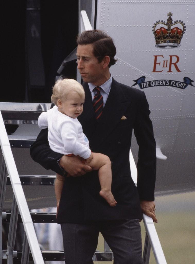 الأمير ويليام وزوجته يحافظان على التقاليد الملكية برعاية الأطفال (1)