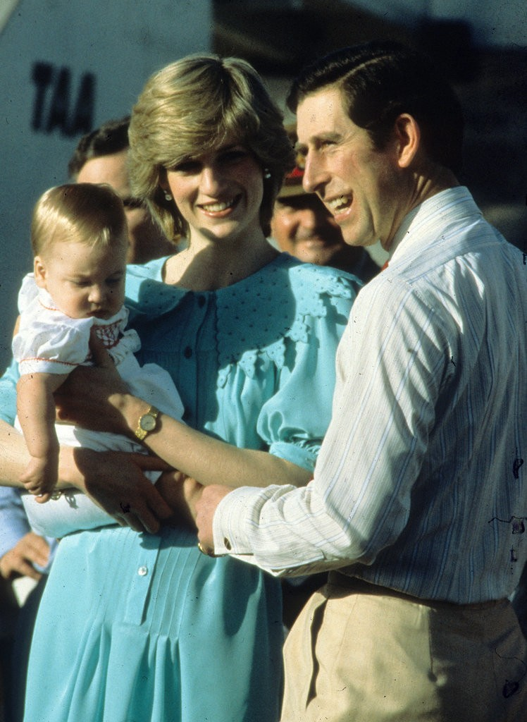 الأمير ويليام وزوجته يحافظان على التقاليد الملكية برعاية الأطفال (11)