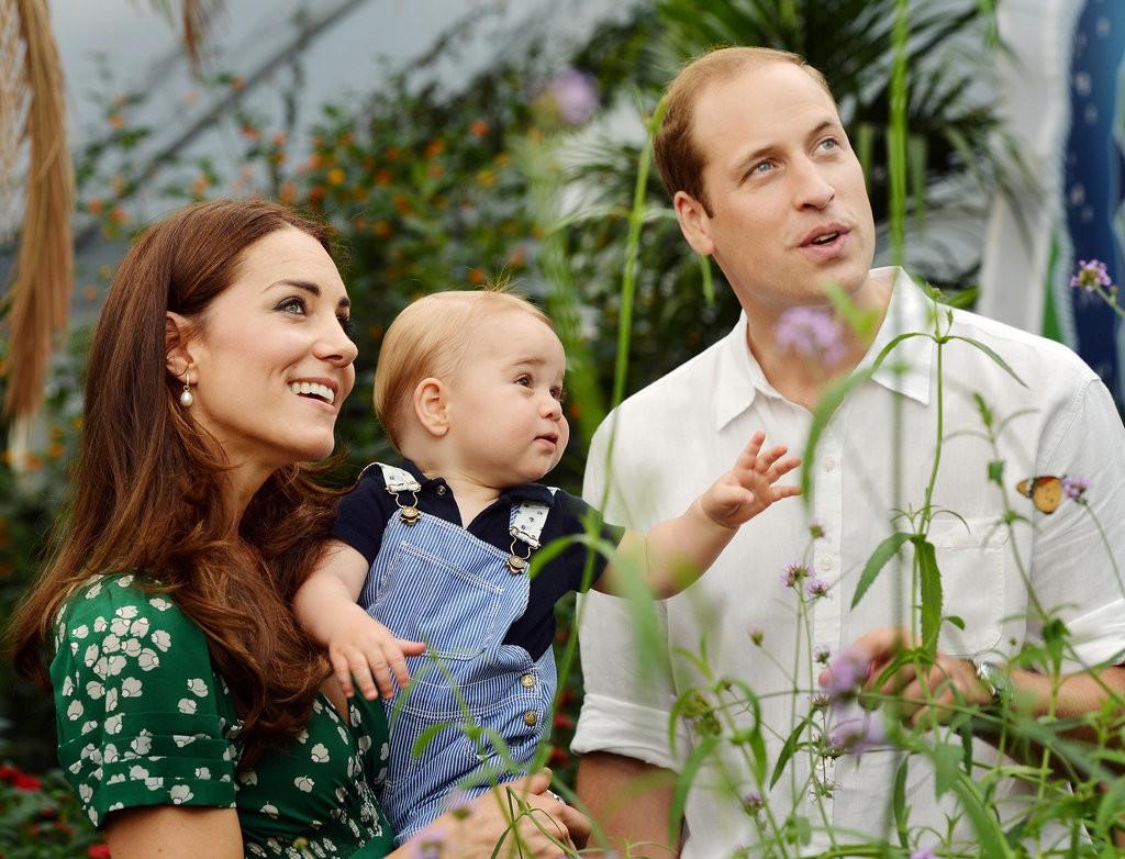 الأمير ويليام وزوجته يحافظان على التقاليد الملكية برعاية الأطفال (2)