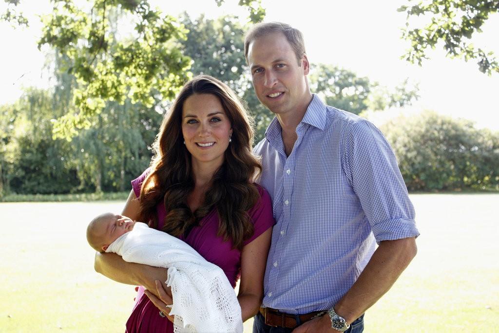 الأمير ويليام وزوجته يحافظان على التقاليد الملكية برعاية الأطفال (4)