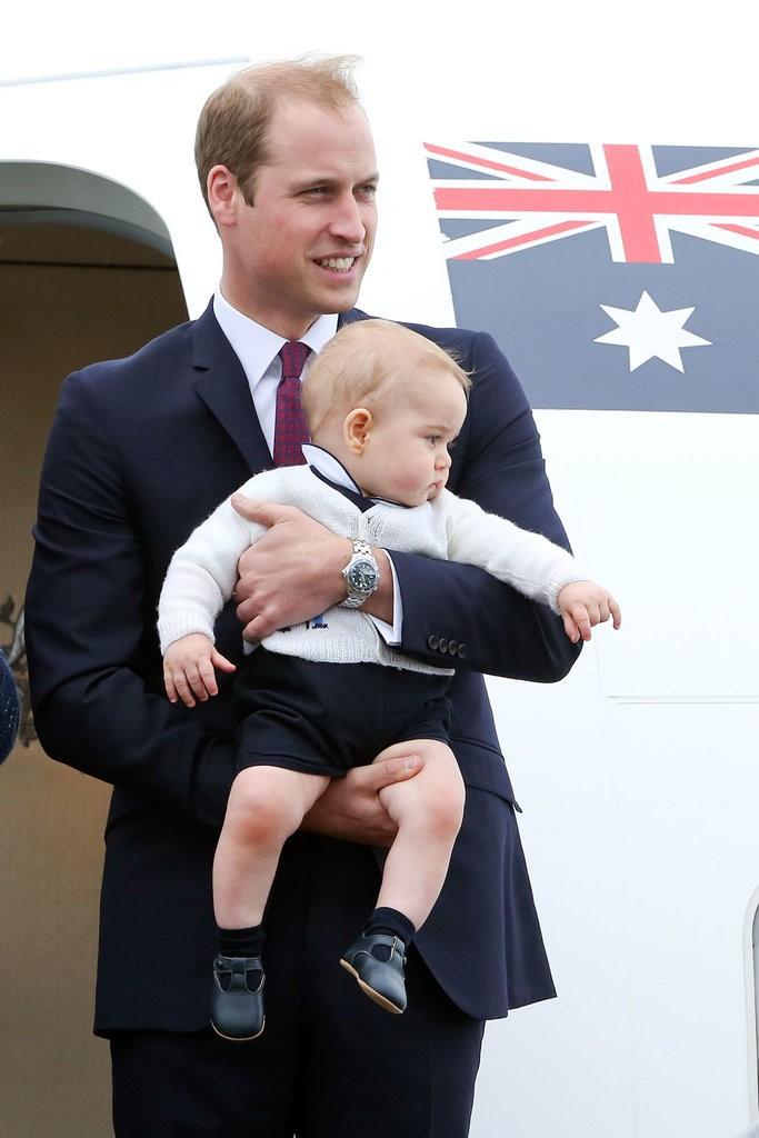 الأمير ويليام وزوجته يحافظان على التقاليد الملكية برعاية الأطفال (9)