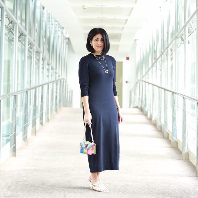 الفستان الأسود البسيط على طريقة دانا