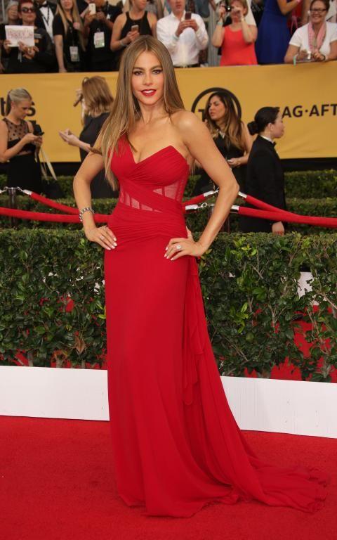 فستان أحمر من Donna Karan
