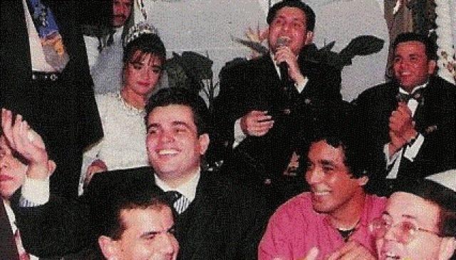 محمد منير وعمرو دياب وهاني شاكر خلال حفل زفاف الفنان محمد فؤاد