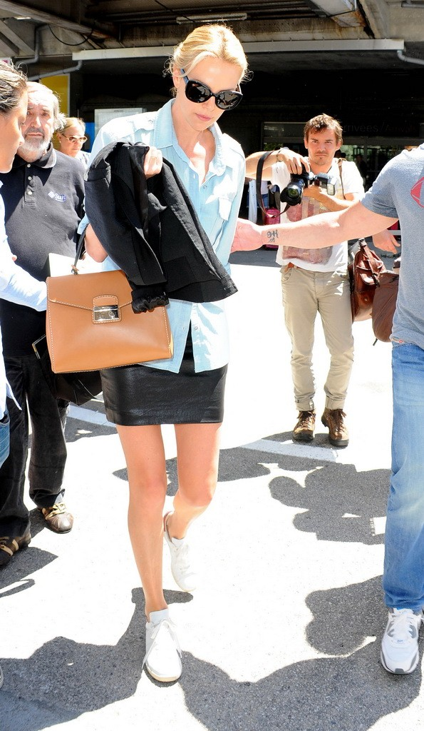Charlize Theron arrivingh at Nice Aereoport