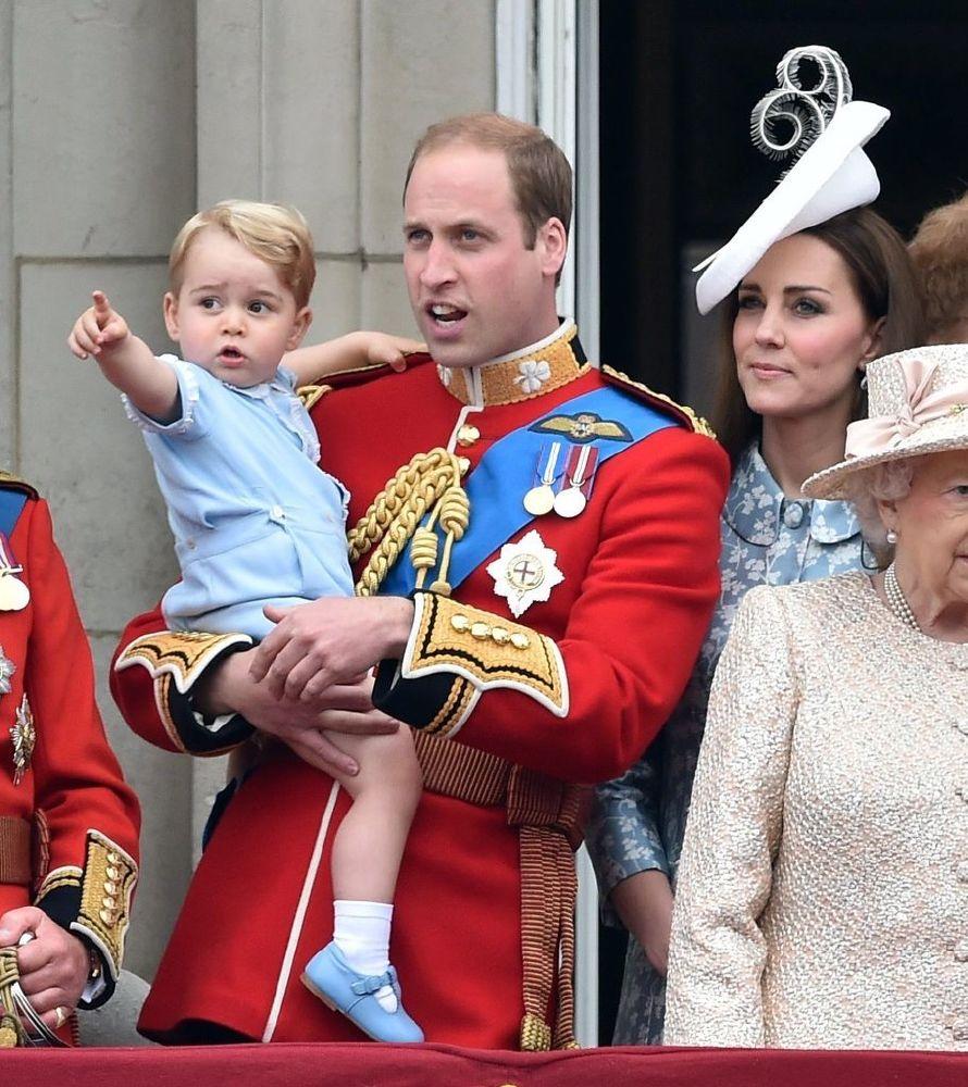 resized_الأمير جورج يقدم التحية للمحتفلين بعيد ميلاد الملكة  (1)