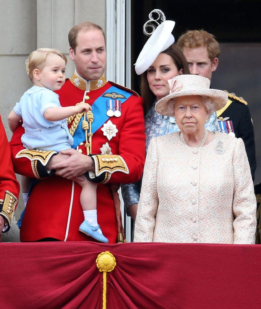 resized_الأمير جورج يقدم التحية للمحتفلين بعيد ميلاد الملكة  (12)