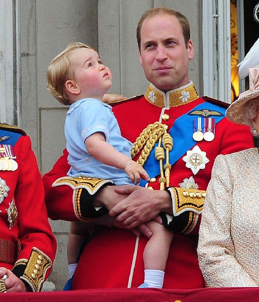 resized_الأمير جورج يقدم التحية للمحتفلين بعيد ميلاد الملكة  (3)