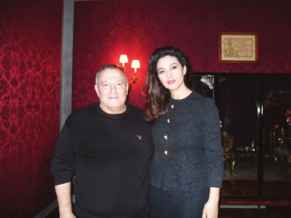 resized_النجمة العالمية Monica Bellucci  مع محاور المشاهير عدنان الكاتب