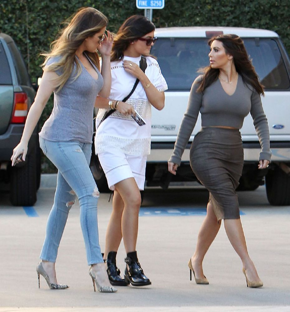 resized_kim-and-khloe-kardashian-an-kylie-jenner-arrives-at-naimie-s-beauty-center_1