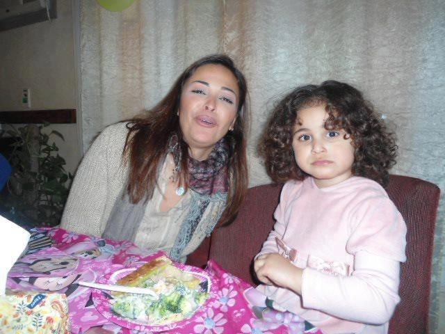 الفنانة المصرية داليا البحيري وابنتها